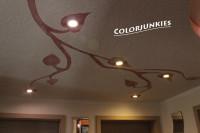 Deckengestaltung Flur: -Abhängen der Decke mit Rigipsplatten inkl. Halbkreisausschnitt -Einbau und Verkabelung der LED-Einbaustrahler -Gestaltung mit floralem Muster -Strukturputz 2mm